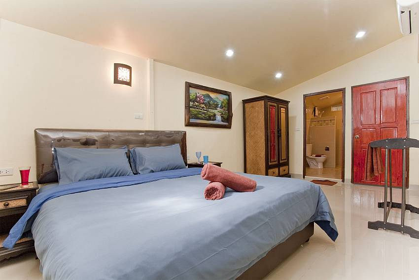 Bedroom with wardrobe and clothes rack Of Villa Fiesta (Seven)