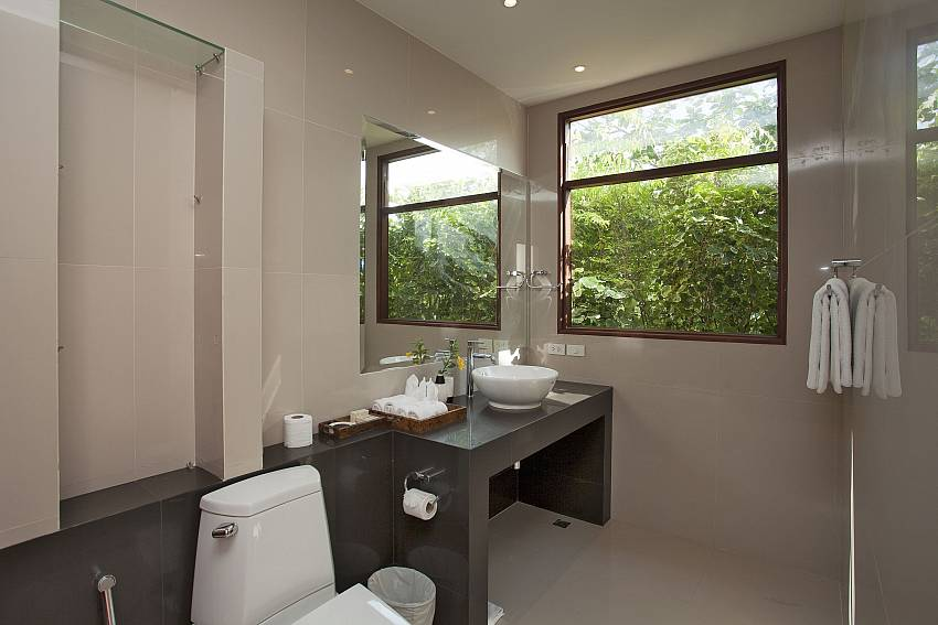 Toilet with basin wash Of Cape Summitra Villa