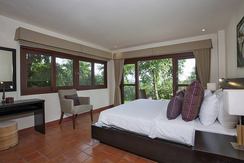 2. bedroom with king size bed at Cape Summitra Villa Koh Samui