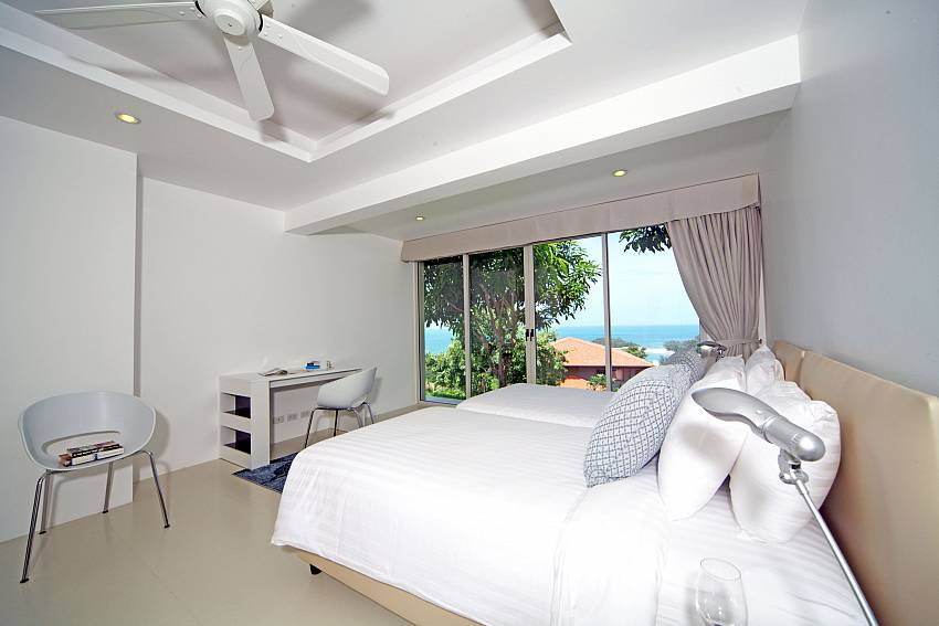 Bedroom views with desk Of Summitra Villa No.3 (Third)