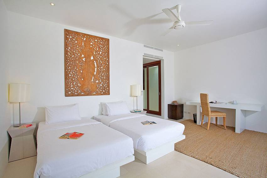 Double bedroom with desk Of Summitra Panorama Villa (Second)