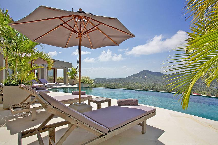 Sun beds with umbrella by the private pool of Summitra Panorama Villa in Samui