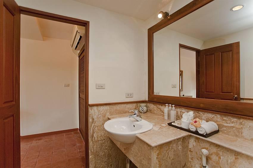 Basin wash in the toilet Of Summitra Pavilion Villa No.10