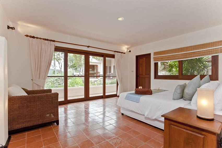1. bedroom with kingsize bed and direct garden access at Summitra Pavilion Villa No. 10 Samui