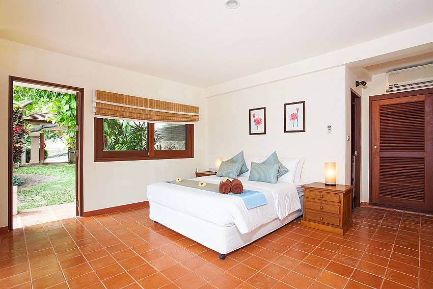 King size bedroom with garden access in Summitra Pavilion Villa No. 10 Koh Samui