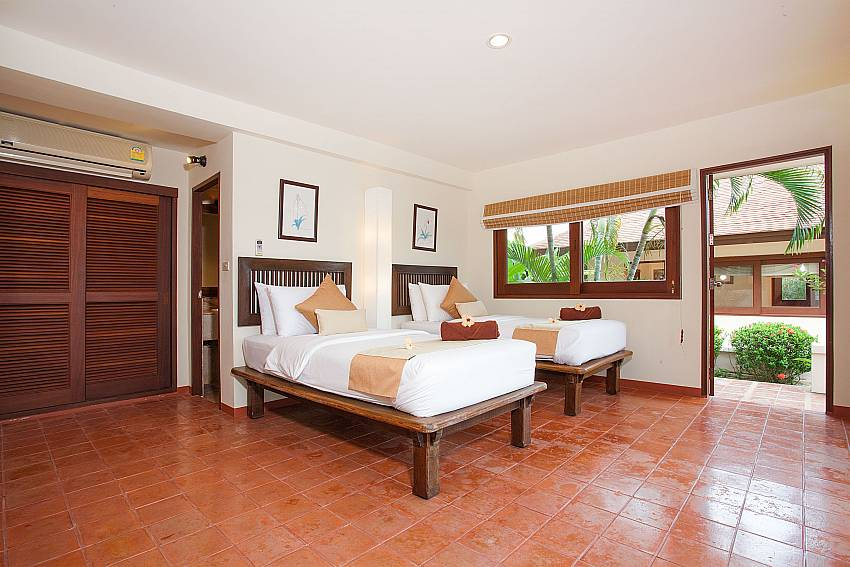 2. bedroom with 2 single beds at Summitra Pavilion Villa No. 10 Samui