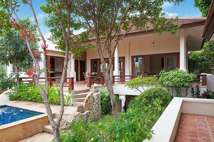 Just a few steps from your Summitra Pavilion Villa No. 10 in Samui to your pool