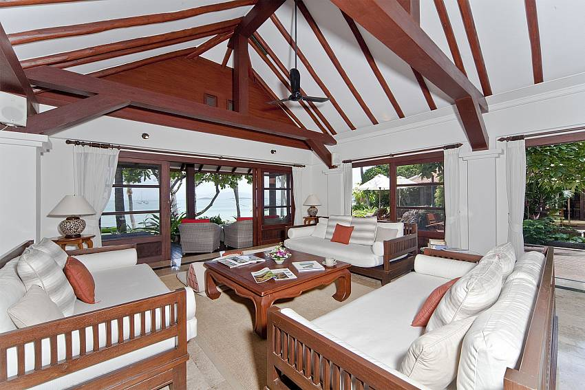 Living room Of Bangrak Beachfront Villa