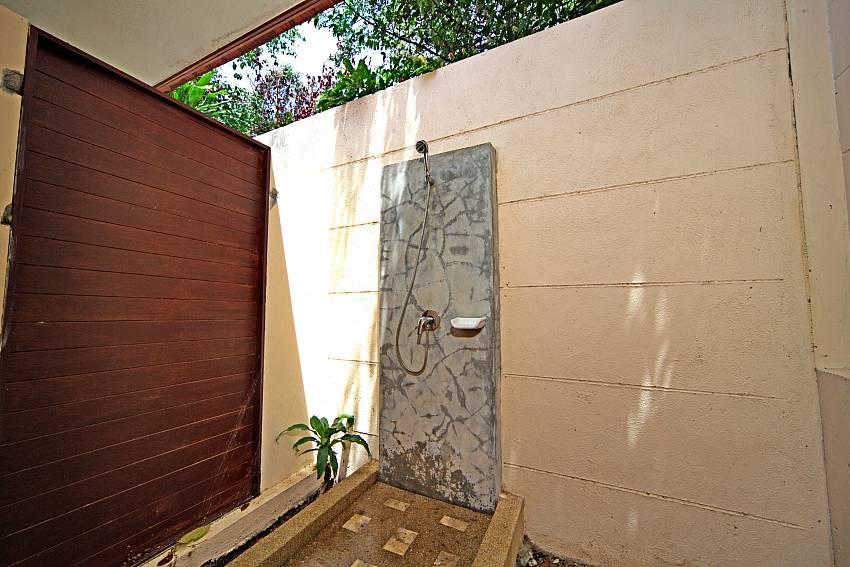 Shower outdoor Of Summitra Pavilion Villa No.7