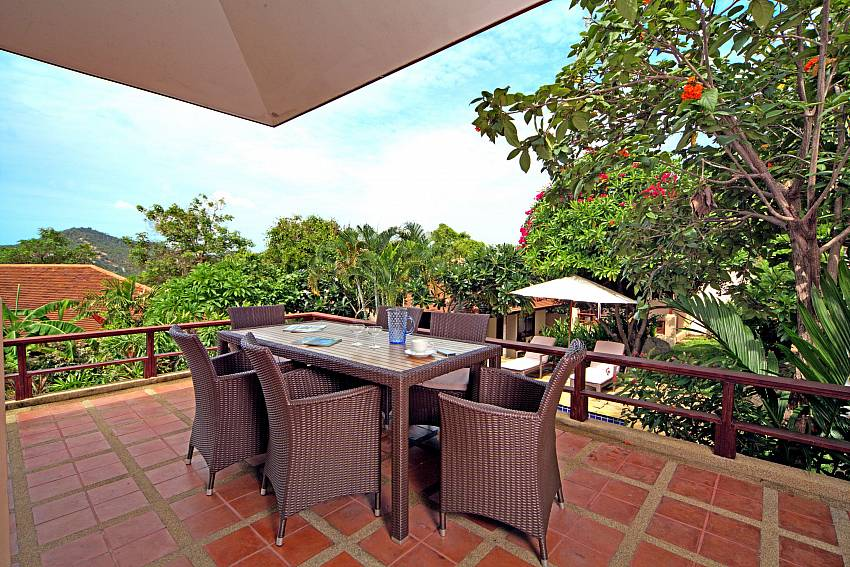 Al fresco dining at the terrace of Summitra Pavilion Villa No. 7 Samui