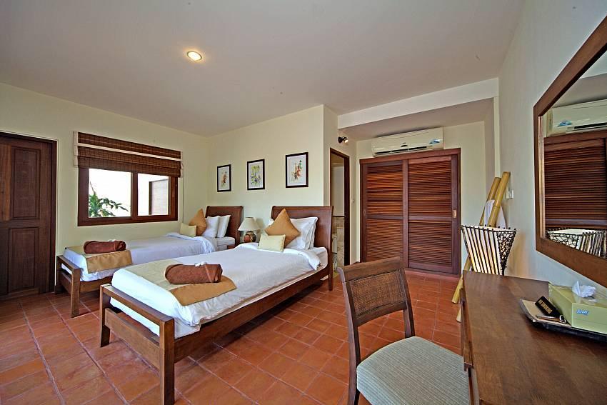 Bedroom with 2 single beds in Summitra Pavilion Villa No. 7 Koh Samui