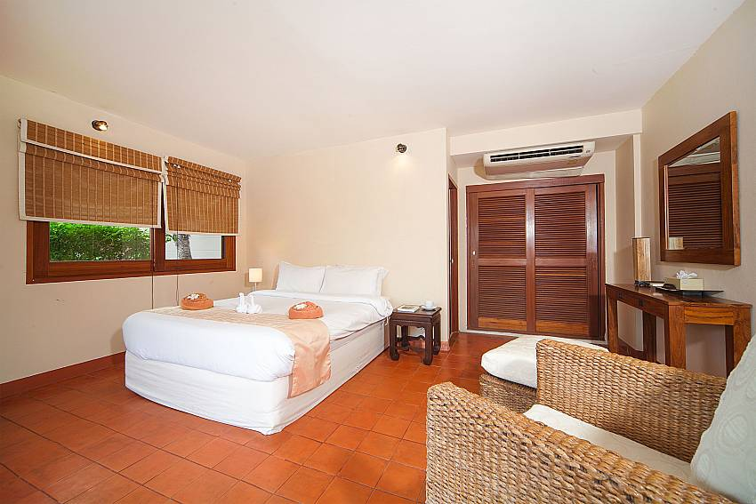 2. bedroom with king size bed at Summitra Pavilion Villa No. 9 Samui