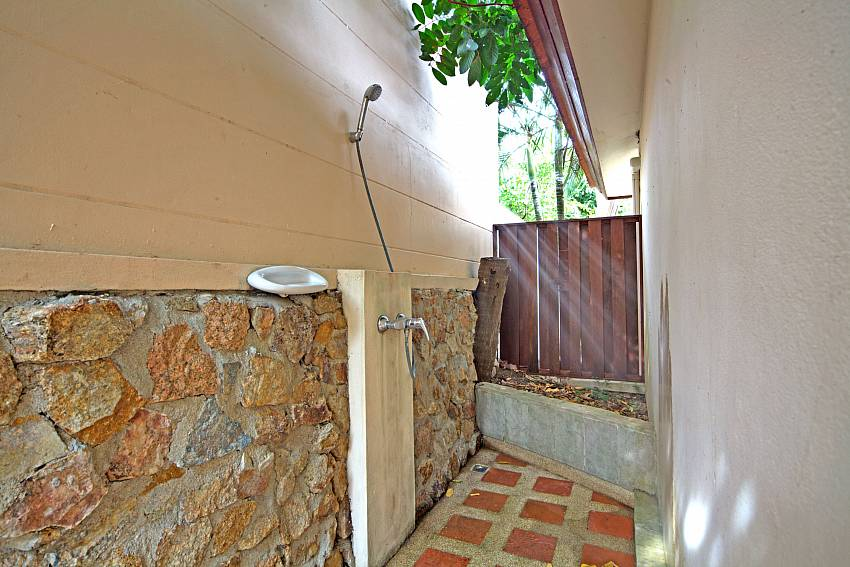 Outdoor shower at Summitra Pavilion Villa No. 9 Choeng Mon Koh Samui