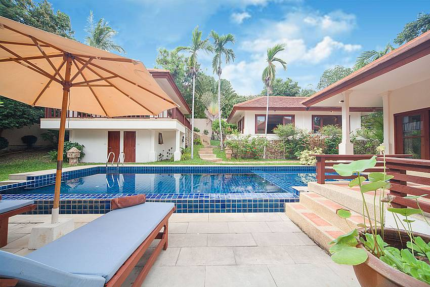 Sun lounger with umbrella at the pool terrace of Summitra Pavilion Villa No. 9 Samui