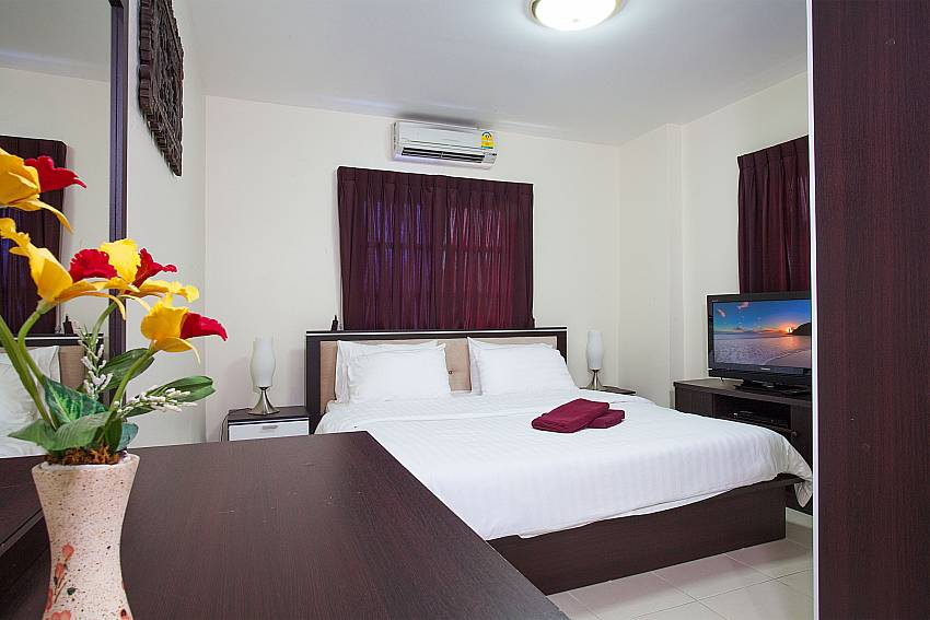 5. king size bedroom with TV at Baan Duan Pattaya
