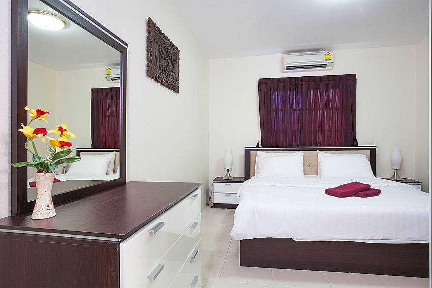 King-size bed in 5. bedroom of Baan Duan in South Pattaya