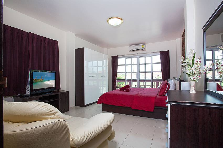 3. bedroom with sofa and TV at Baan Duan Pattaya