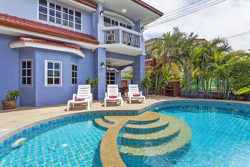 Baan Duan | 5 Bed Villa with Pool Close to Jomtien Beach in Pattaya