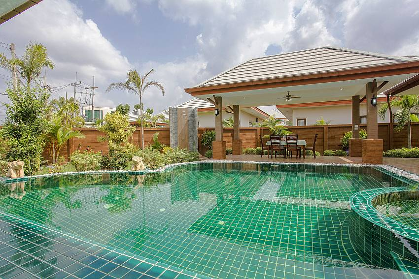 Swimming pool Of Thammachat P3 Victoria