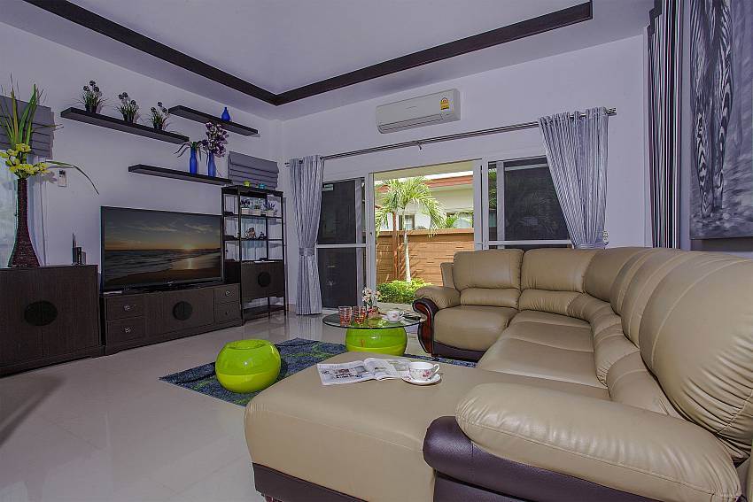 Living room see view with TV Of Thammachat P3 Victoria
