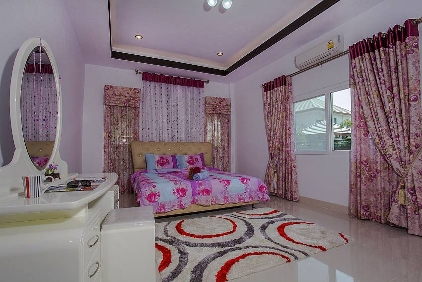 Bedroom views with vanity Of Thammachat P3 Victoria (Third)