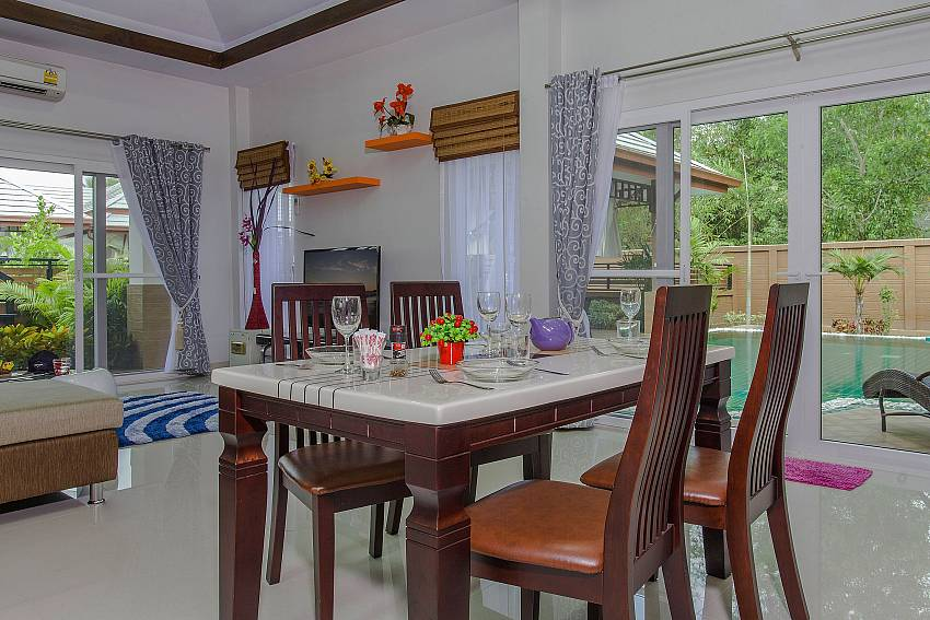 Dinning table in the house Of Thammachat P3 Vints No.130