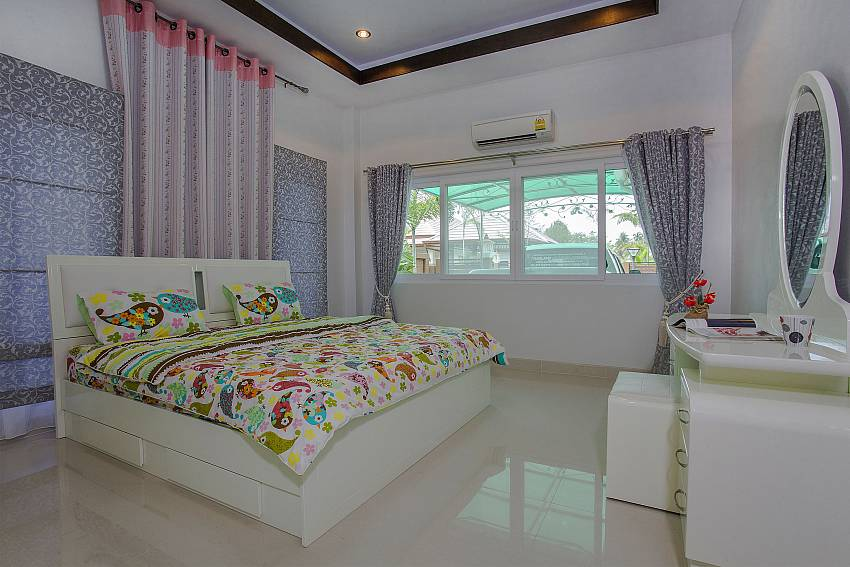 Bedroom views with vanity Of Thammachat P3 Vints No.130 (Third)
