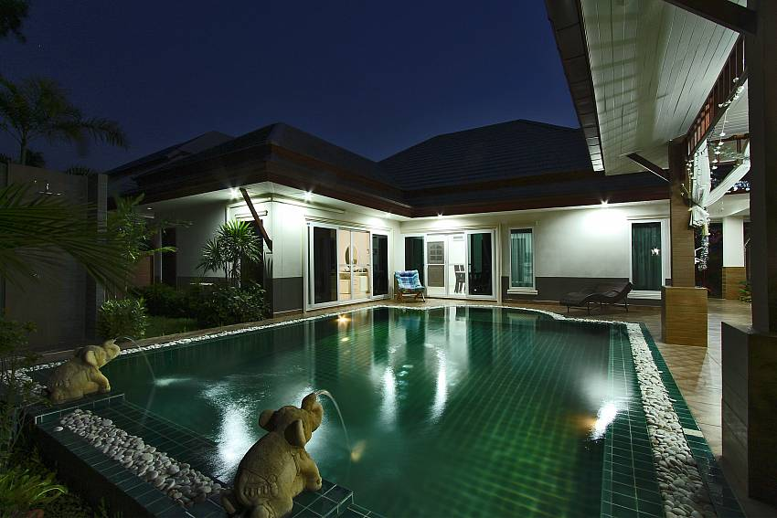 Delightful holiday home during day and night at Thammachat P3 Vints 130 Pattaya