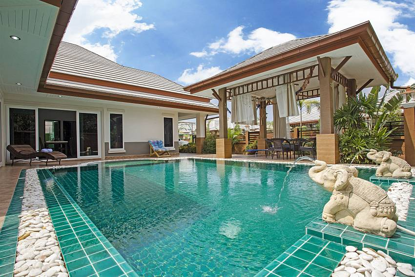 Private pool at Thammachat P3 Vints 130 in Bangsaray near Pattaya