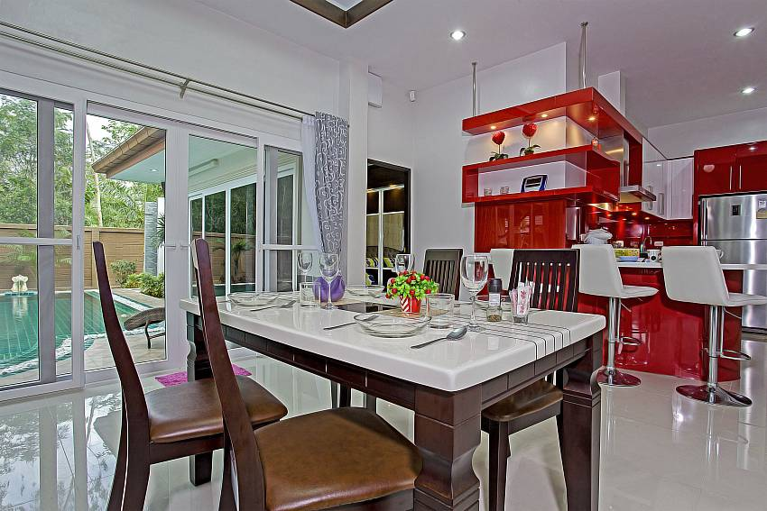 Open plan dining and kitchen at Thammachat P3 Vints 130 villa in Pattaya