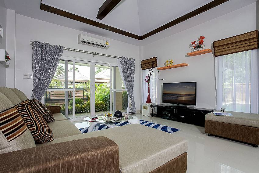 Airy living room at Thammachat P3 Vints 130 in Bangsaray Pattaya