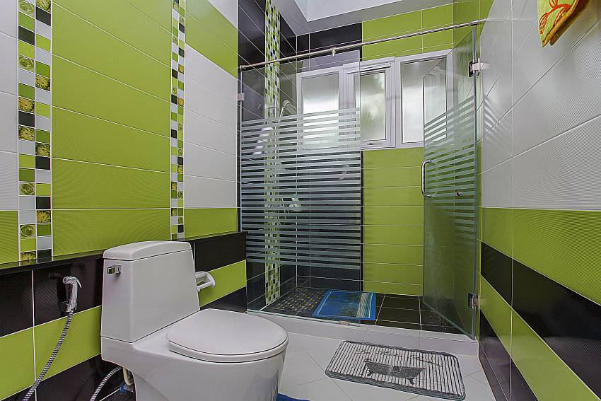 Modern equipped bathrooms at Thammachat P3 Vints 130 near Pattaya