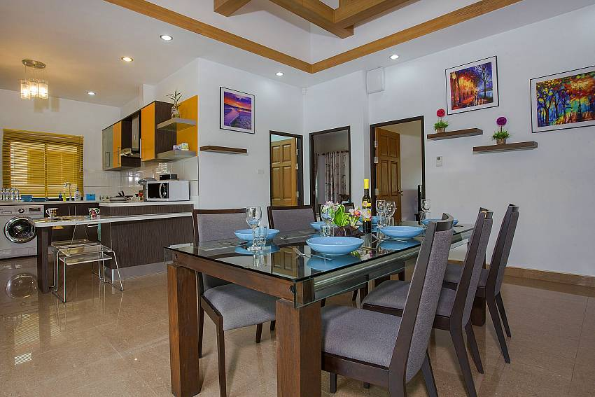 Dinning table in the house Of Thammachat P2 Tani