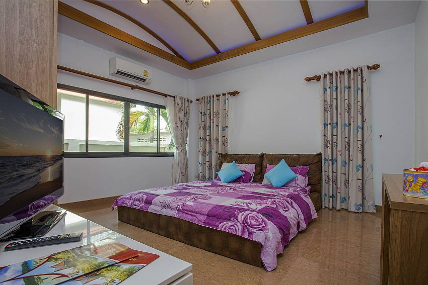 Bedroom view with TV Of Thammachat P2 Tani (First)