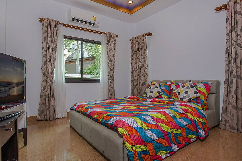 Bedroom with TV Of Thammachat P2 Tani (Second)