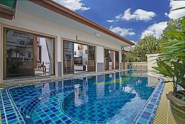 Private 3Br Pool Villa in Estate With Waterpark and Resort Facilities Ban Amphur Pattaya