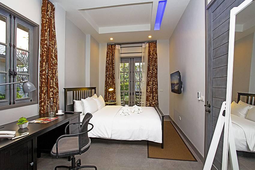 Bedroom with desk Of Sala Retreat Villa (First)