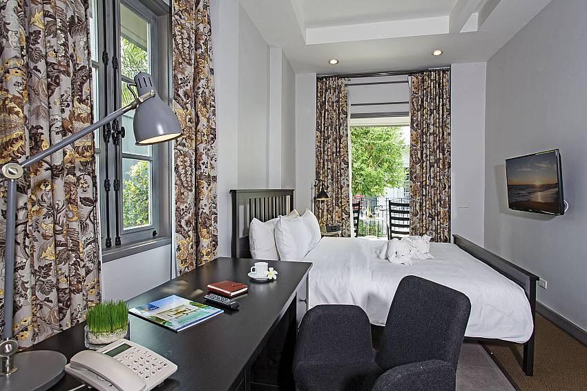 Desk in the bedroom Of Sala Retreat Villa (Five)