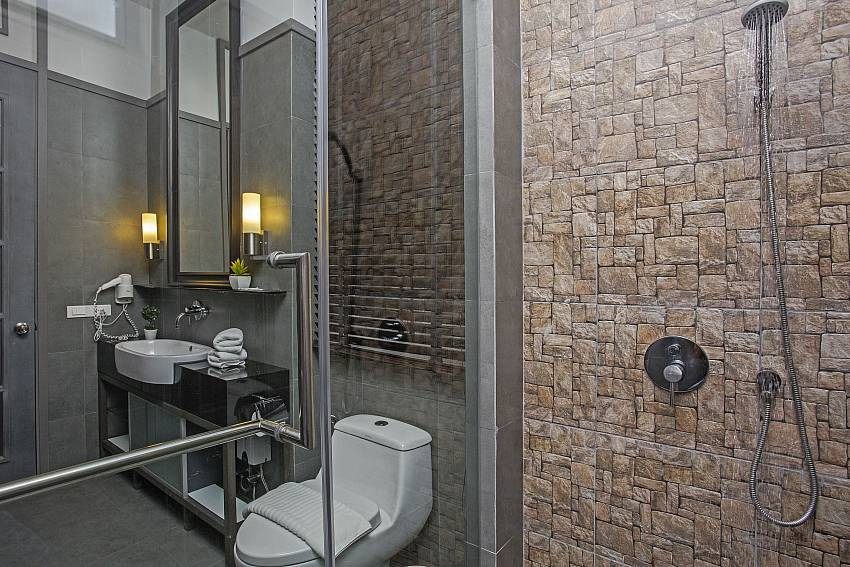 Shower with toilet Of Sala Retreat Villa