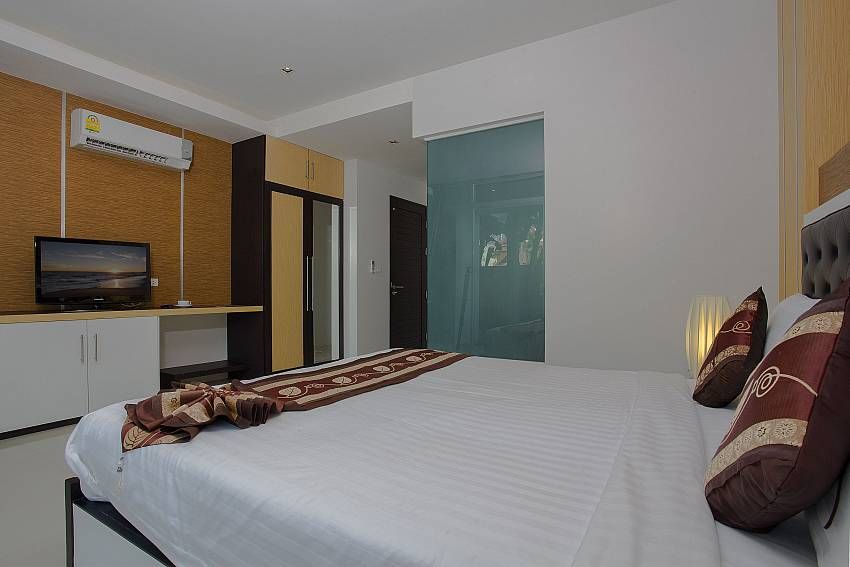 Bedroom with TV and shelves Of Kata Horizon Villa B1 (Second)
