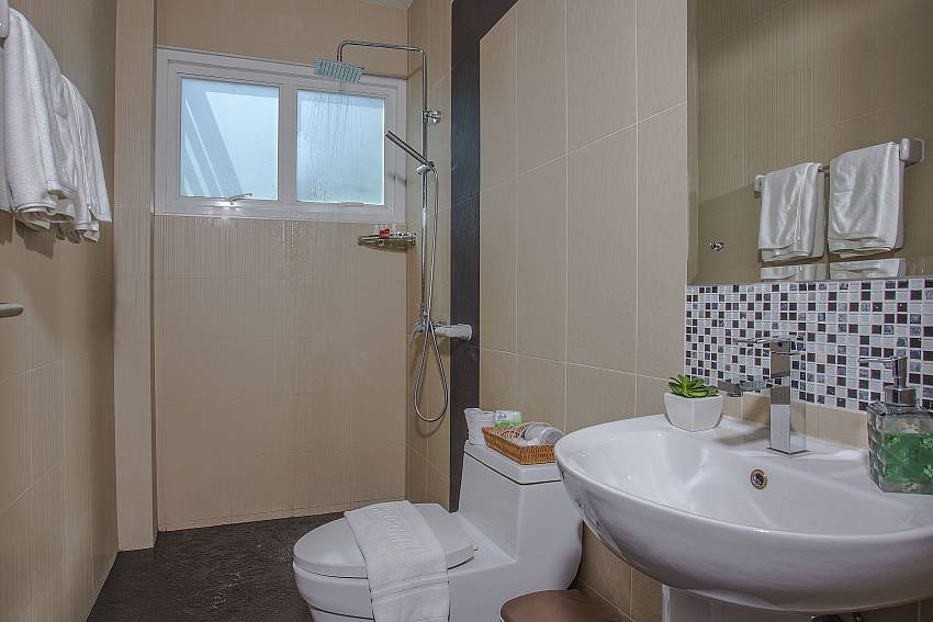 Basin wash with toilet and shower Of Kata Horizon Villa B1