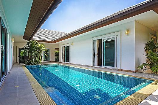 Rent Pattaya Villa: Rossawan Pool Villa - 3 Bed, 3 Bedrooms. 7140 baht per night