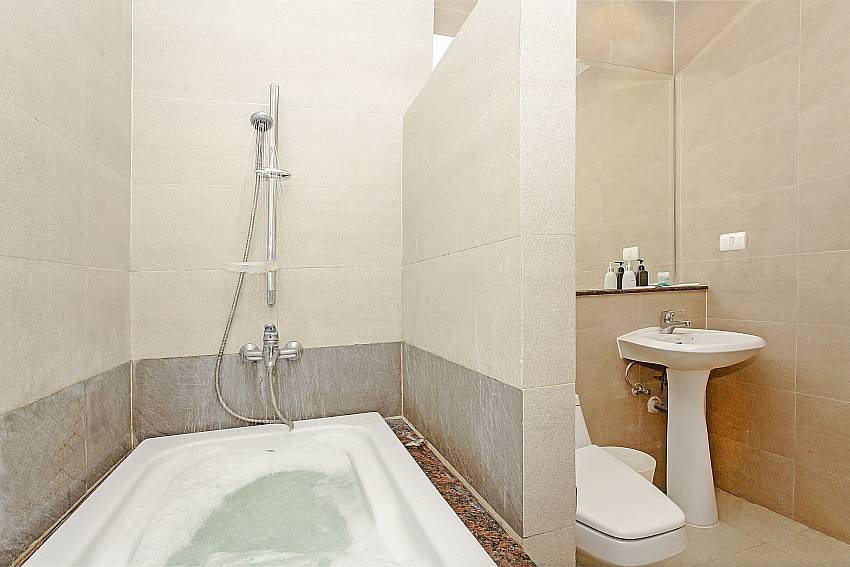 Jacuzzi tub with toilet and basin wash Of Rossawan Pool Villa