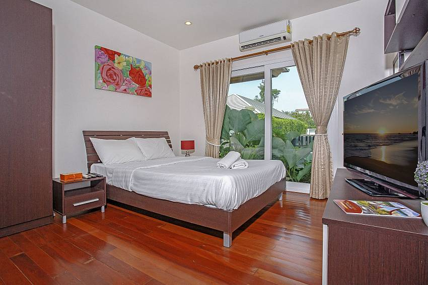 Kingsize bedroom with TV at Rossawan Pool Villa in Pattaya