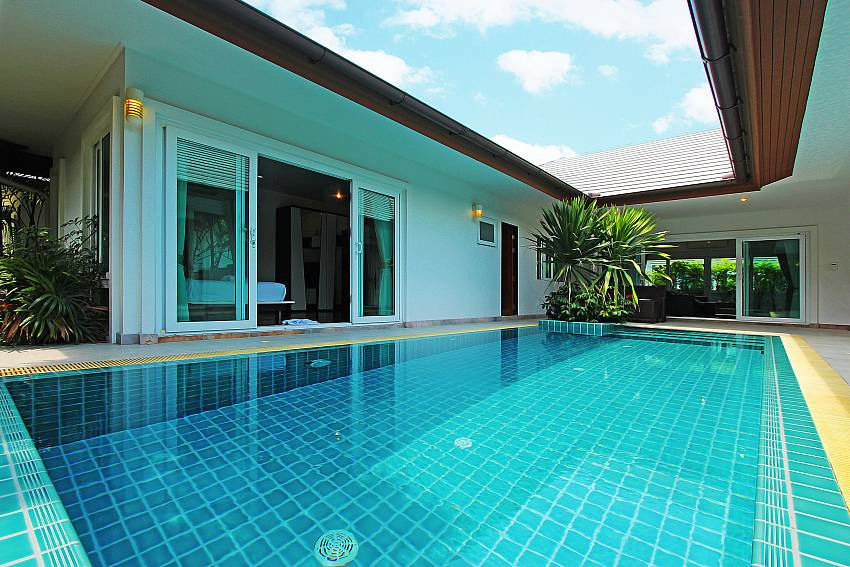 Big private pool at Rossawan Pool Villa in Pattaya
