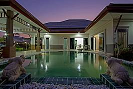 Прекрасная вилла с 5 спальными комнатами, общим бассейном, аквапарком и детской игровой площадкой