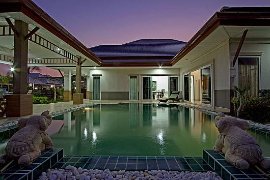 Rent Pattaya Villa: Thammachat Vints No.140, 3 Bedrooms. 11450 baht per night