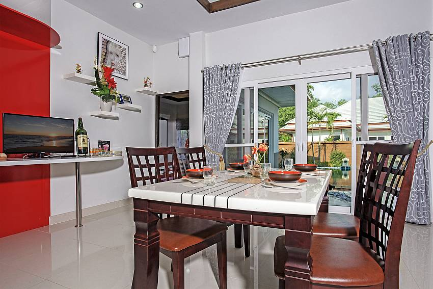 Dinning table in the house Of Thammachat P3 Vints No.140