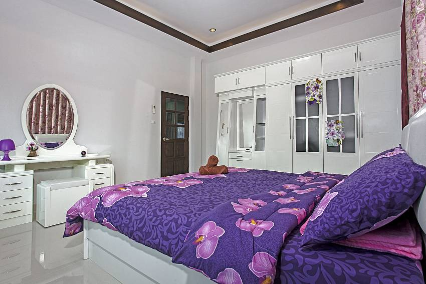 Purple bedroom with vanity Of Thammachat P3 Vints No.140 (First)
