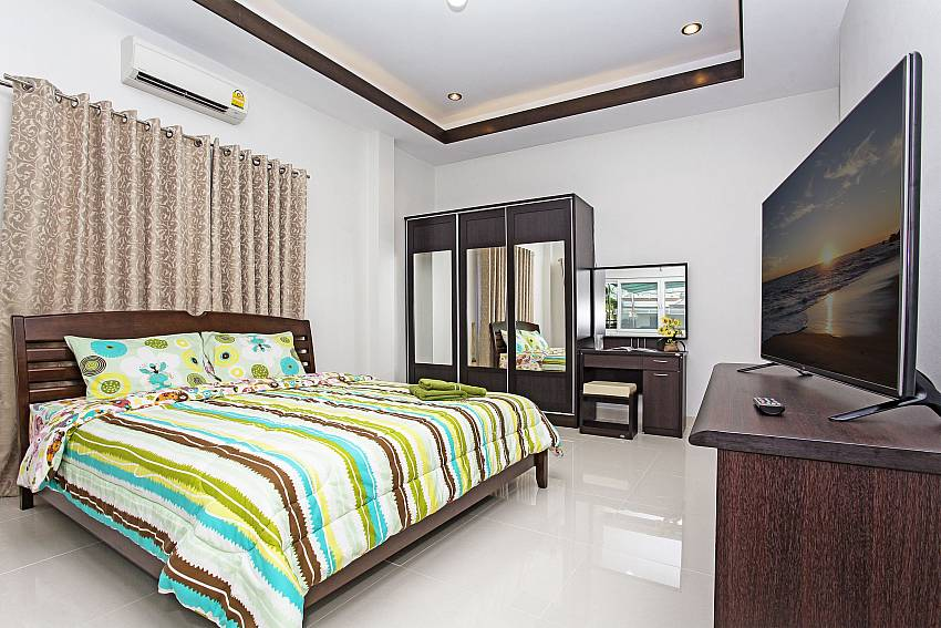 Bedroom with wardrobe and vanity Of Thammachat P3 Vints No.140 (Second)